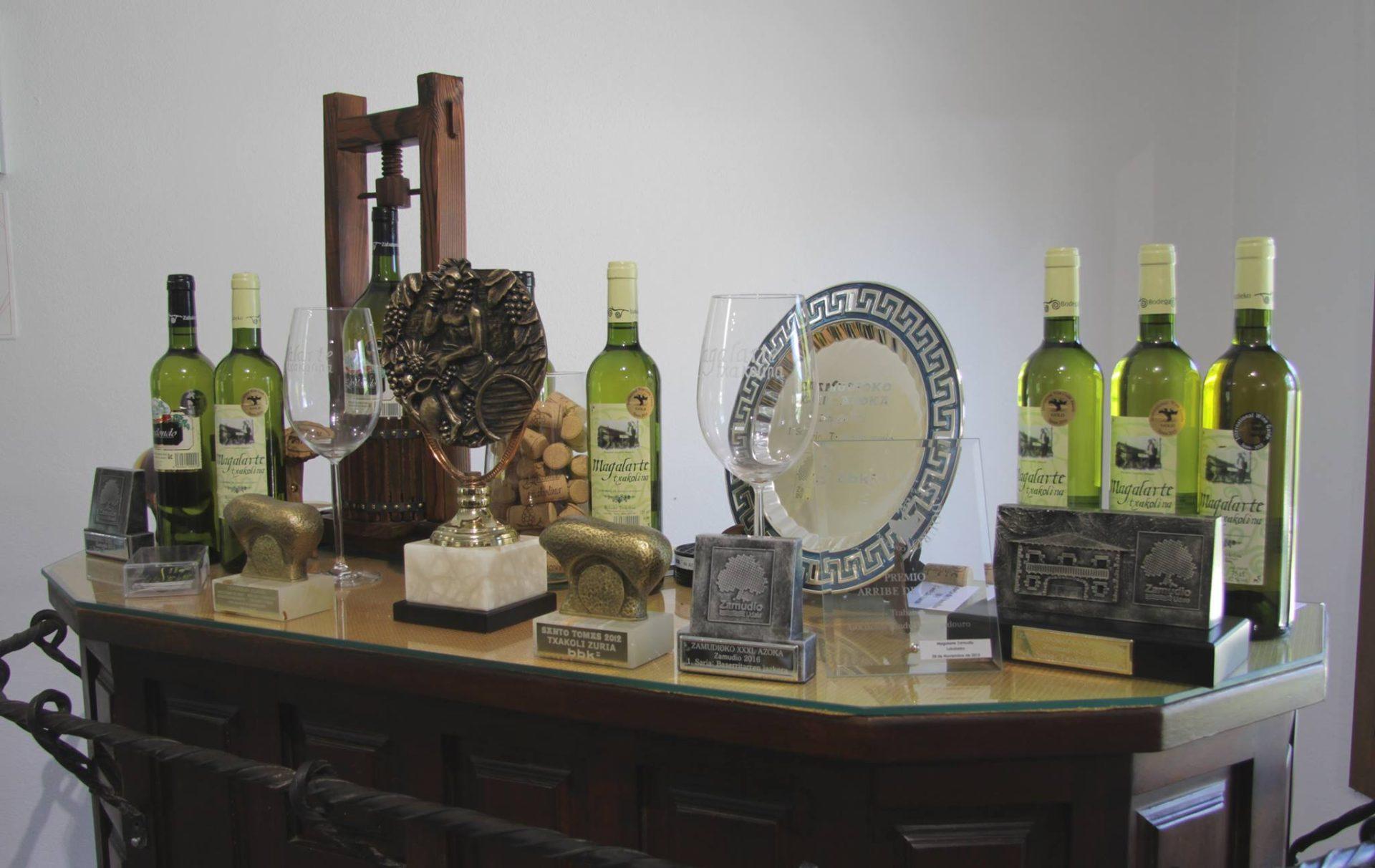 Txakoli Zabalondo Bodega Magalarte Zamudio premios y trofeos